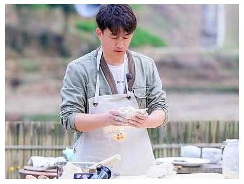 黄磊为女儿做咖喱饭,获网友称赞:看着就很想吃