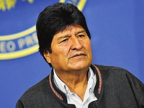 最亮丽风景线出现,警察、军队纷纷倒戈,玻利维亚总统被逼辞职