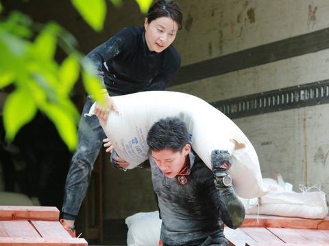 为什么富二代霍启刚追郭晶晶需要8年,反而娱乐美女倒追屡受挫?