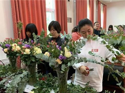 北京市慈善义工文化艺术促进中心在南邵镇举办插花活动