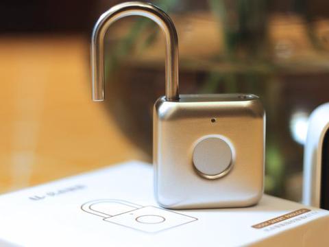 小小挂锁搭上科技顺风车,秒变高端大气指纹锁,开锁只需1秒钟