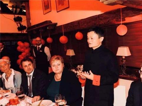 好奇!马云邀请比尔盖茨吃饭时,一共花了多少钱