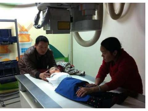 宝宝腹痛难忍,检查结果肝脏内都是虫子,是什么在危害孩子健康