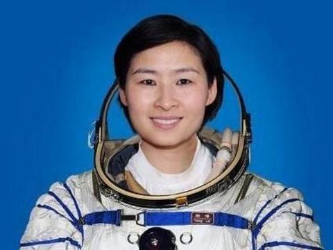 我国第一位女航天员回地面后,为何没消息了?如今生活没人不羡慕