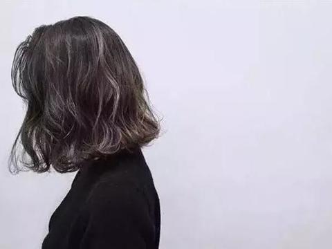 """今年最火的""""水波纹""""卷发发型,不仅减龄还显脸小"""
