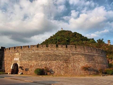 """浙江的一座""""长城"""",却不是横店的山寨版,被称为""""江南八达岭"""""""