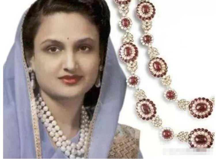 她是印度最受宠王妃, 带着8子嫁入王室, 拆掉丈夫王冠做项链