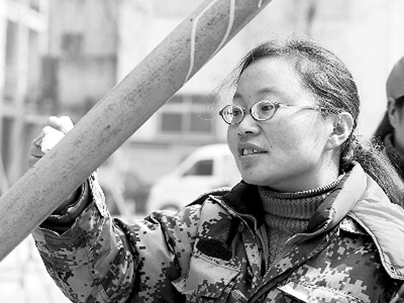 """求职不顺利,北大女硕士放弃""""北漂""""回到河南,为生活学做油漆工"""