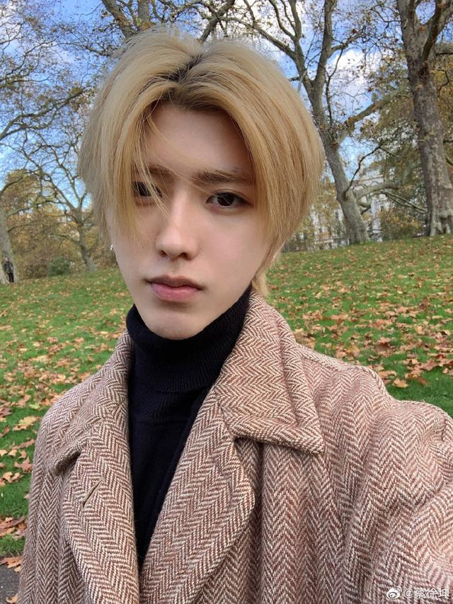 蔡徐坤化身秋日男友,被爆在英国利兹大学?是低调进修还是作秀?