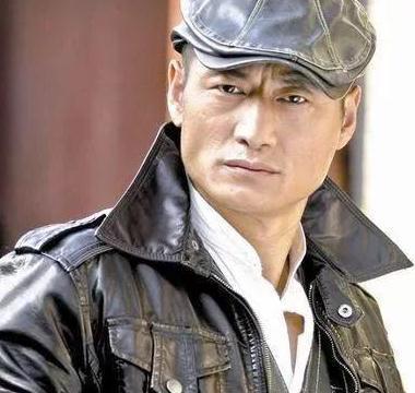 """40岁""""马奎""""范雨林,因出演《潜伏》而走红,如今只能演配角"""