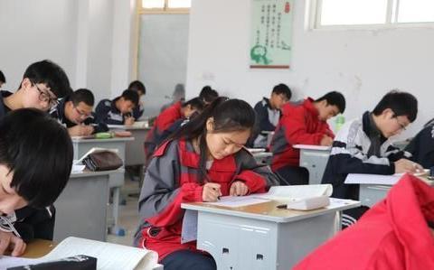 他是高三学生,他的成绩有机会进入清北,但到了高考却很吃亏