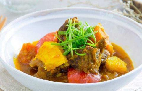 咖喱牛腩:香嫩软糯,入口即化,难得的美味