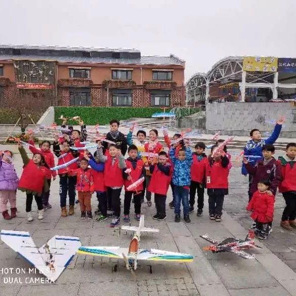 【活动发布】小记者观看航模飞行表演,制作电动自由飞飞机模型