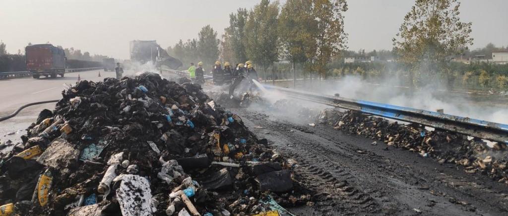 双十一快递烧没了!载货13吨的物流车起火,里面有你的包裹吗?