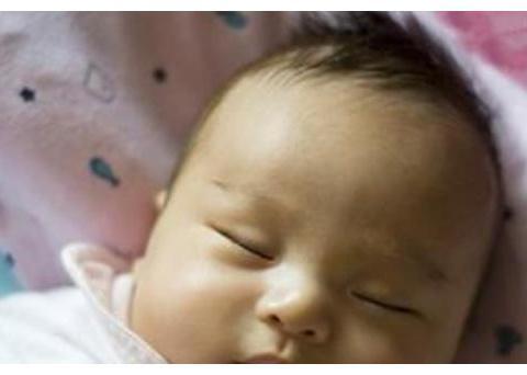 6个月宝宝肠坏死, 医生呼吁: 2种辅食不要喂, 奶粉顺序要正确