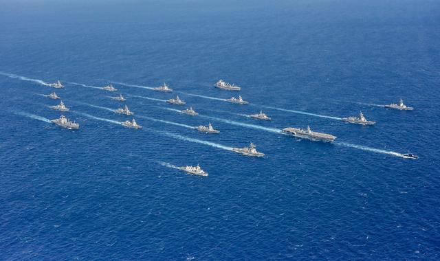 日本未来航母领衔!美日澳加多国联军齐聚西太,舰艇云集场面火爆