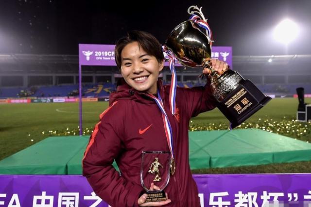 王霜大爆发!中国女足连克劲旅夺冠,贾秀全:对世界杯追悔不已!