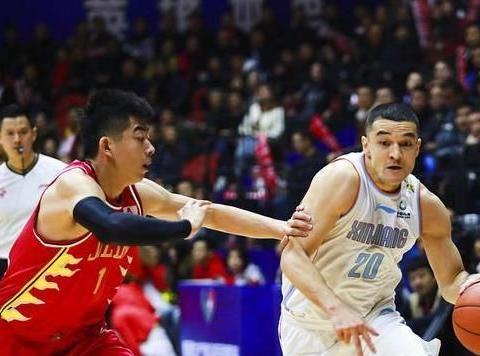 新疆男篮5分险胜吉林,斯托克斯31分周琦18分,阿的江暗批一人