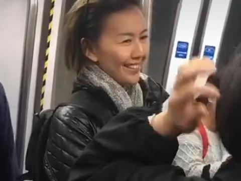 地铁偶遇孙燕姿, 离开滤镜老了太多, 和路人聊天没有架子