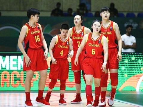 比男篮输波兰还窝火!中国女篮最后57秒2连失误,学周琦犯3个大错