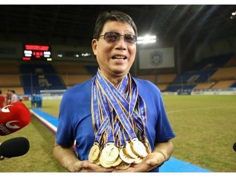 中国老帅获亚足联大奖,摸索中国足球60年,抢逼围和恐韩症创造者