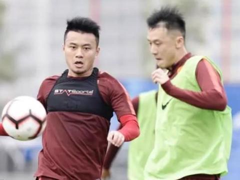 李铁的选拔队1:3不敌保级队天海,年度两次败给老队友李玮峰
