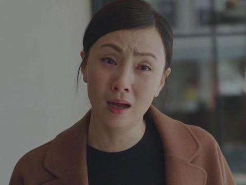 徐峥夫妇罕见走机场,47岁小陶虹绿色大衣素颜够美,徐峥又胖了