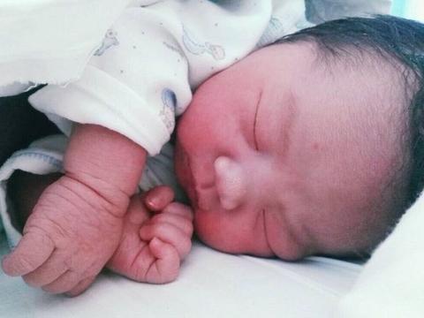 1岁内的宝宝,入睡不可用这两种方式,造成的伤害会伴随一生