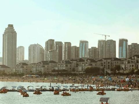 """不说""""东北话""""的北方城市,欧式建筑随处可见,游客海鲜吃不停"""