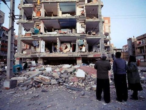核试验证据已浮出水面?伊朗本土传出一个噩耗,大批民众走向街头