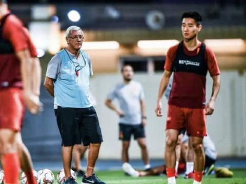 里皮被媒体看衰:他早已走下神坛,难做中国足球的救星