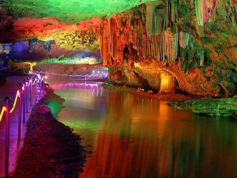 湖北一处少有认知的溶洞,被誉为中华天洞,称神秘的地下明珠宫殿