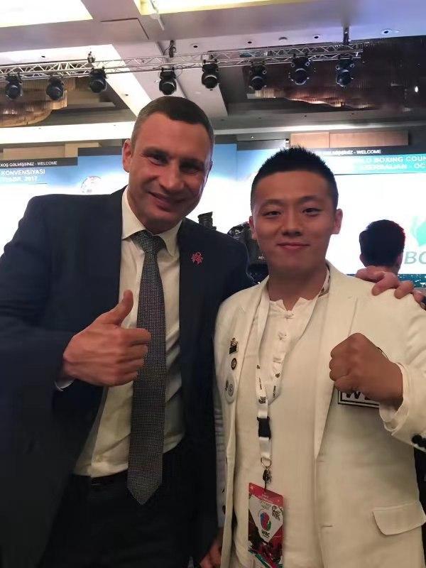 世界重量级拳王公然支持搅局者!中国搏击冠军:你太让中国人失望