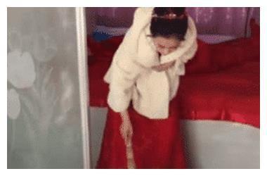 婚礼结束, 新娘打扫房间, 看到露出的正脸, 网友: 浪费