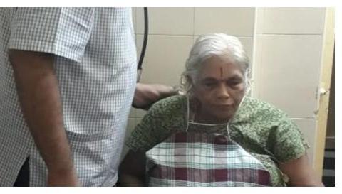 高龄产妇:74岁印度妇女生下双胞胎