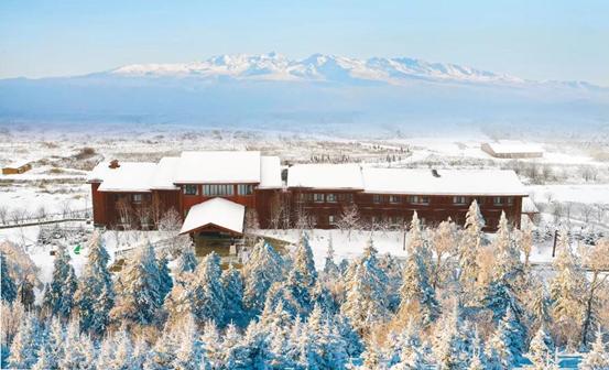 度假去哪儿?长白山上玩滑雪,大连鲁能海洋温泉酒店里泡温泉