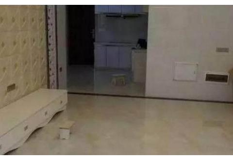 朋友新房刚装好,唯独卫生间装修是败笔,地面瓷砖太花里胡哨了