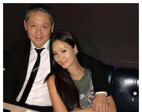 她是台湾最美少奶奶,结婚20年合照像父女,网友:保养真的重要