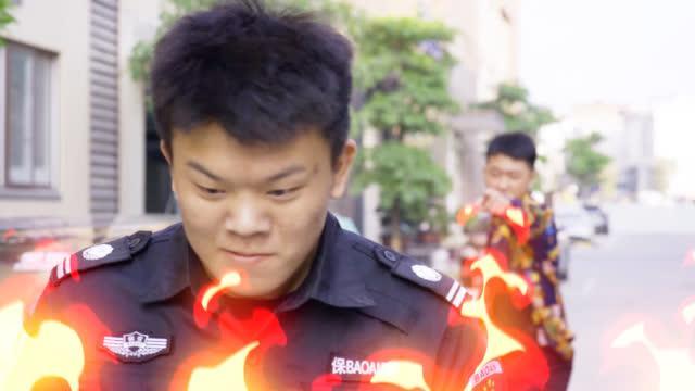 闽南语搞笑视频:小伙遭老板训斥,心怀不满砸车报复