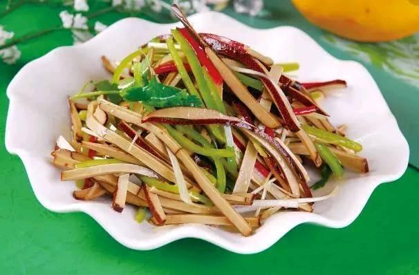 美食推荐:苦瓜丝拌熏干,黄花菜炒鸡蛋,菠菜豆皮拌粉丝
