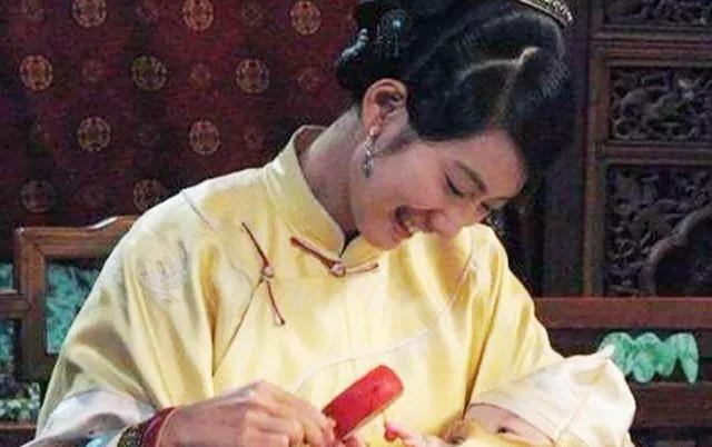雍正出生后, 连哭3天不肯吃奶, 康熙找来1农妇, 立马解决问题!