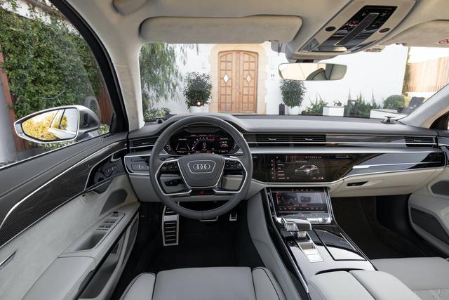 2020款奥迪S8亮相,零百加速3.8秒,4.0升V8涡轮引擎+48V轻混!