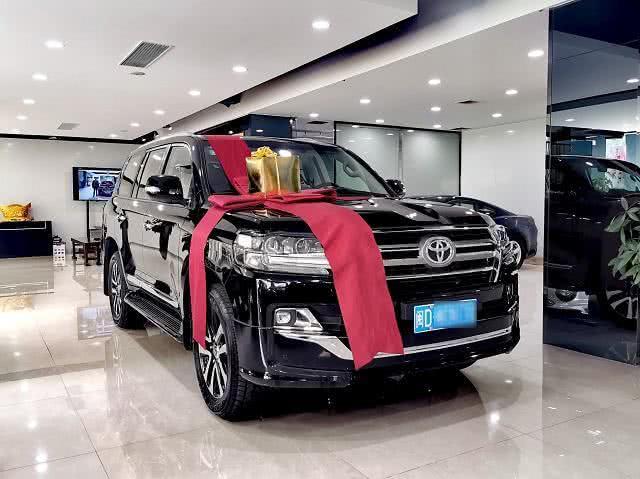 丰田酷路泽提车记,车主:70多万入手黑色GT,很喜欢!