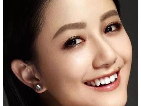 吴奇隆的妹妹,演技爆表颜值在线,却因嘴角一颗痣,出道18年不红