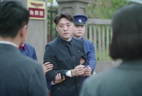 奔腾年代:冯仕高被捕!蒋欣演出了金灿烂肉眼可见的衰老!