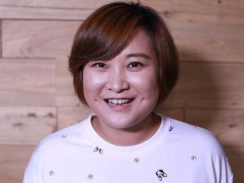 37岁贾玲瘦身成功,看到照片后,网友:果然明星都是胖着玩的