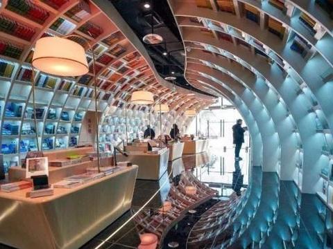 """中国这个绝美书店,如进入""""天空之镜"""""""
