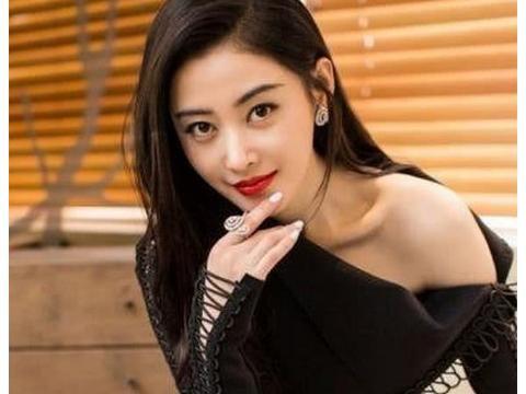 貌美如花又优雅不失英气的中国女演员张天爱!