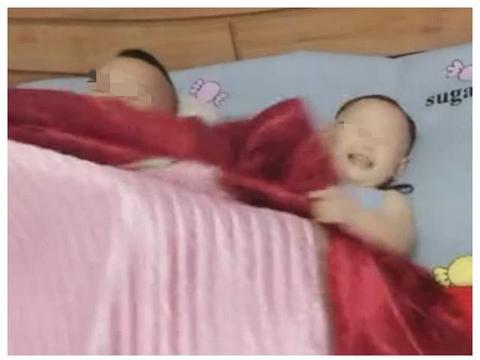 爸爸抢了宝宝的被子,宝宝一气之下为爸爸剃发,网友:长记性了吧
