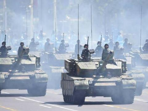 我国99A2主战坦克对破甲弹有1.6米装甲防护力,还有很多增强措施